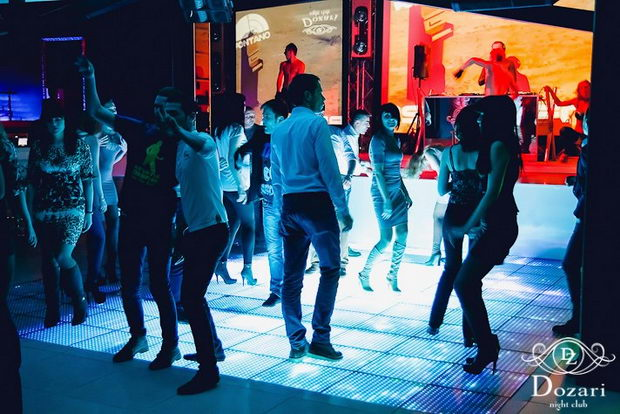 people on the dance floor in dozari