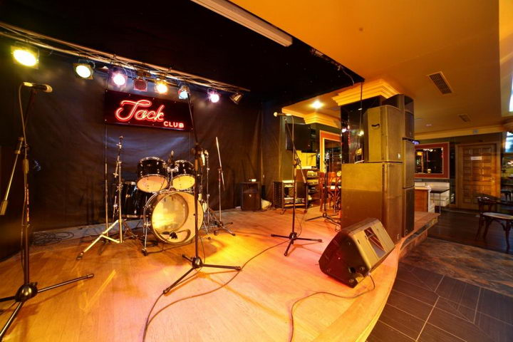 rock music in jack club