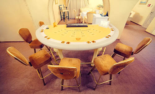 royal casino poker table